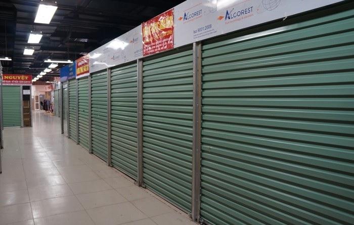 Cửa tấm liền lắp đặt tại kiot chợ