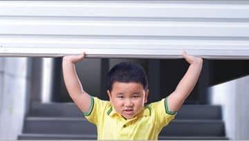 Cửa cuốn kéo tay giá rẻ nhất chỉ có tại Sao Việt