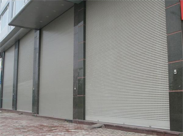 cửa cuốn tấm liền inox 2