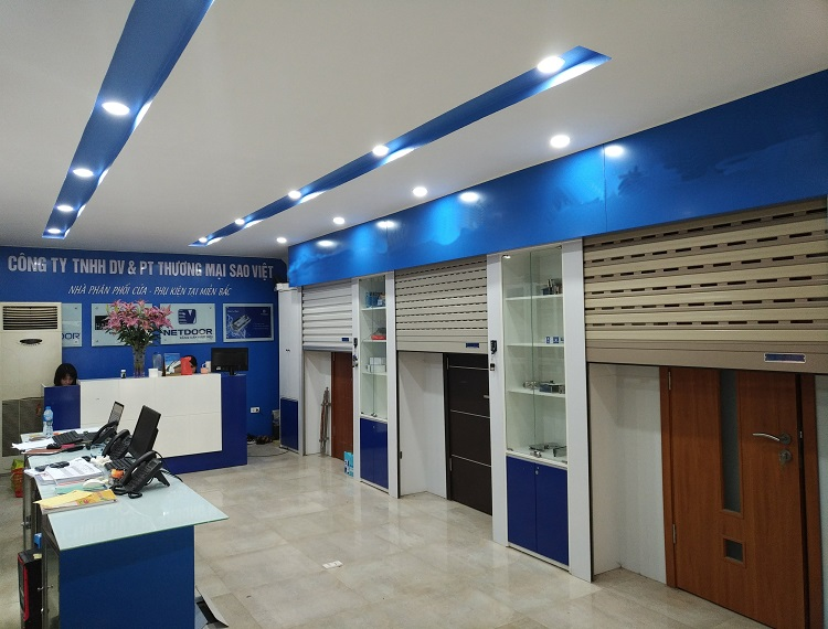 Showroom cửa cuốn Sao Việt