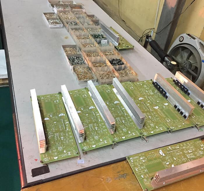 sản xuất lưu điện cửa cuốn
